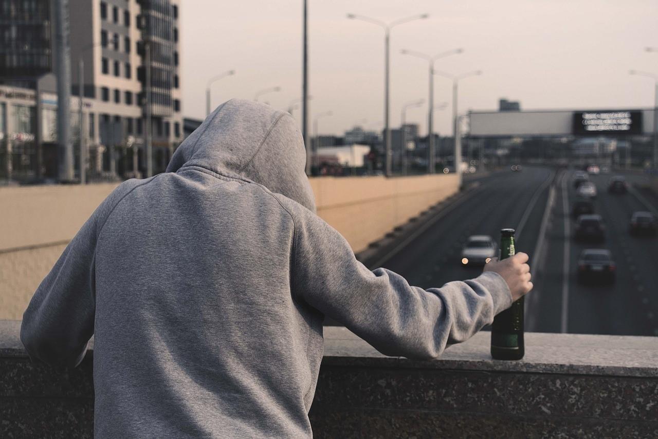 服用後のアルコール大量摂取が引き起こす2つの影響